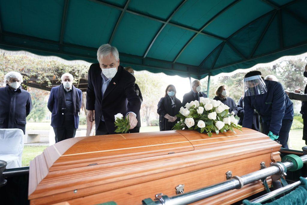 Polémica por el funeral de un tío de Piñera que violó protocolos